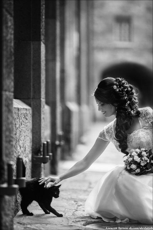 Красивая женщина нравится глазам, а добрая - Сердцу. - Алексей Латыш