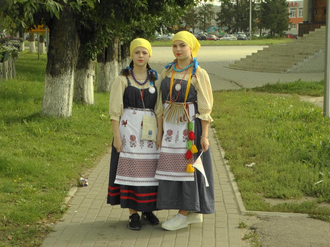 участницы этнофестиваля - Михаил Жуковский