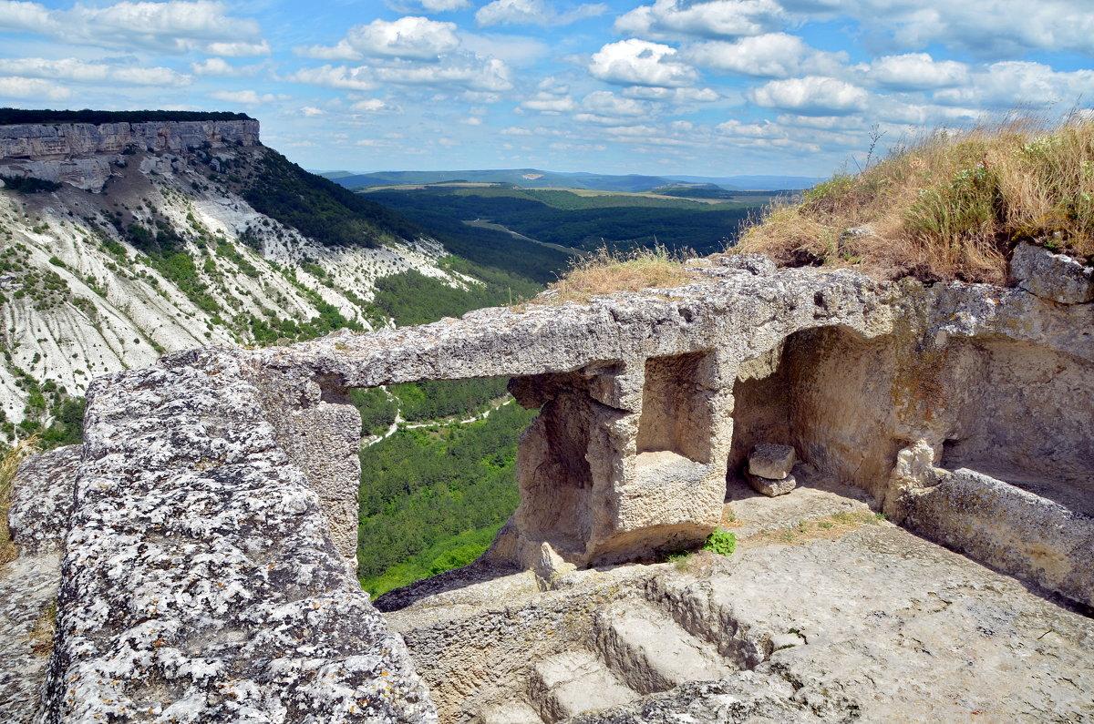 Ступени древнего города Чуфут-Кале - Ольга Голубева