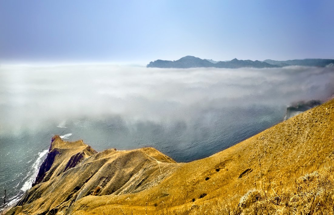 в туманном море плавал Карадаг - viton