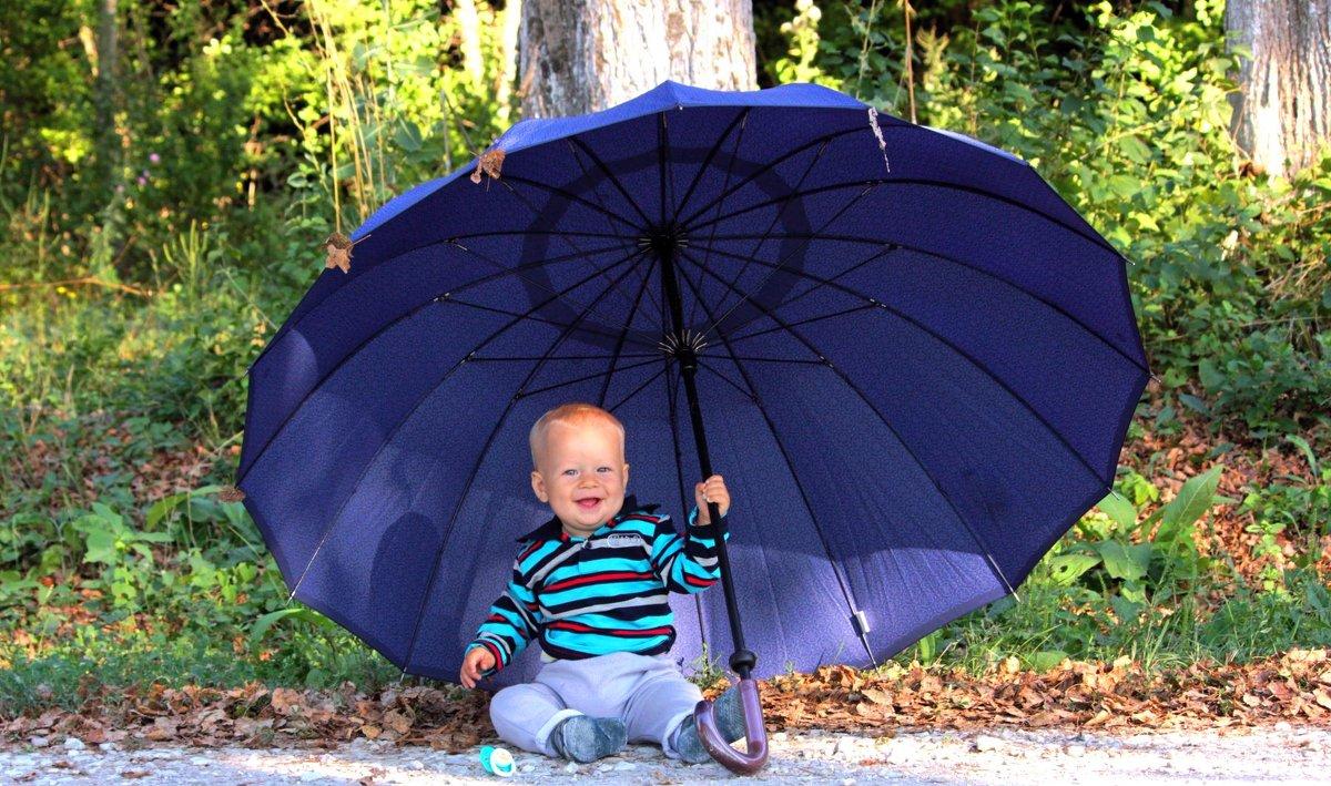 Малыш с зонтиком - Екатерина Валенчиц