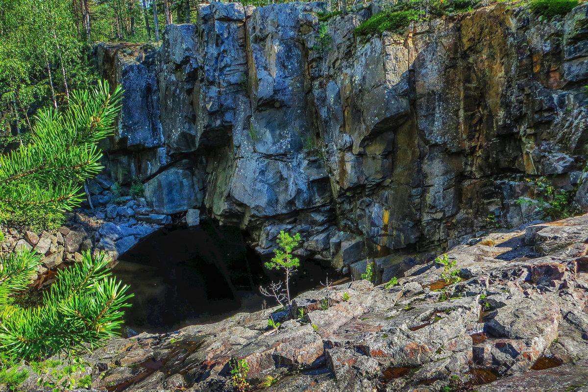 Озерко в скалах - Владимир Морозов