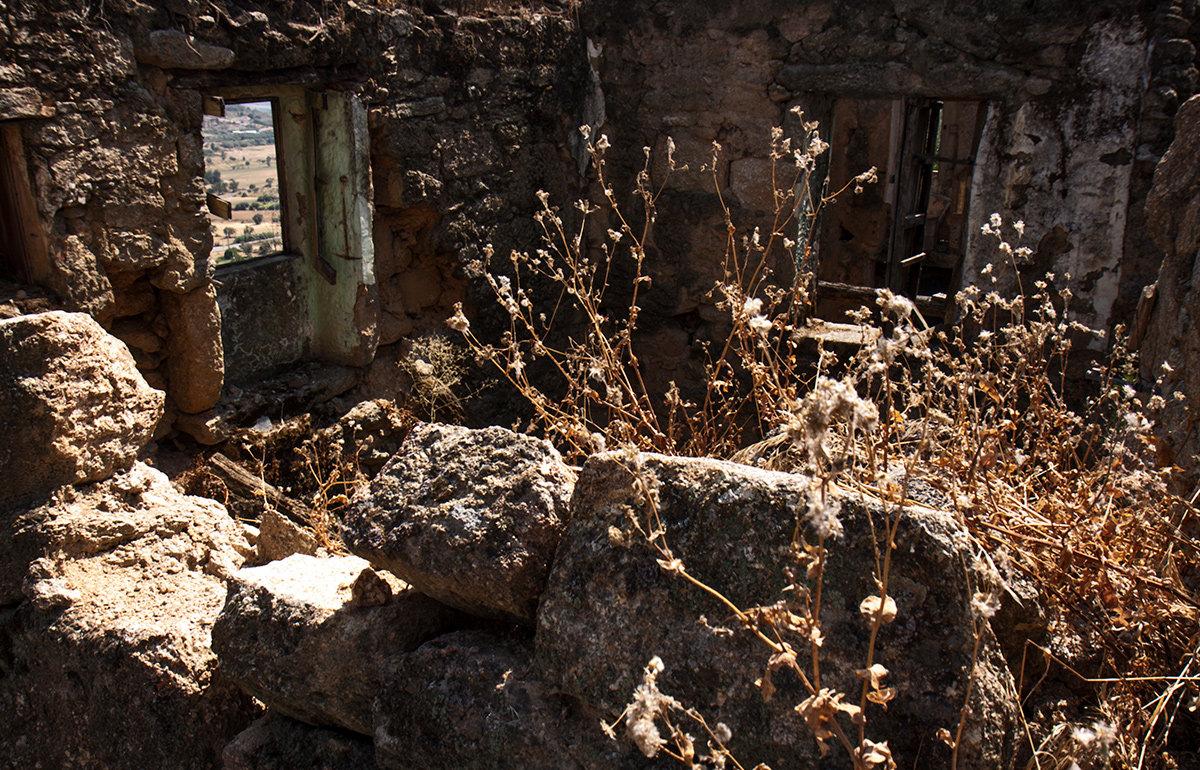 Развалины в Бельмонте - Юрий Вайсенблюм