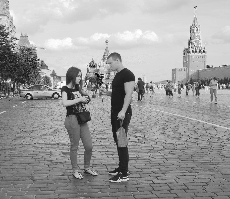 двое на площади - Александр Шурпаков