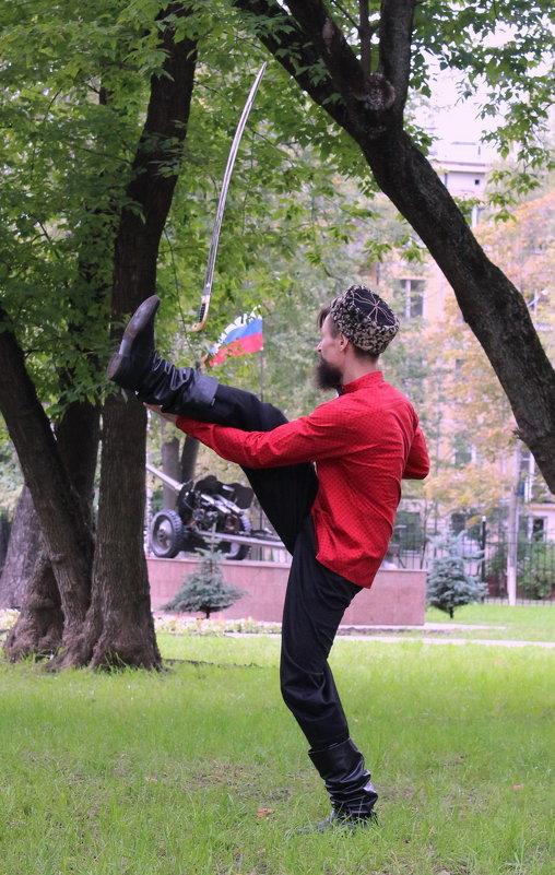 Танец стали  в руках Казака - Колибри М