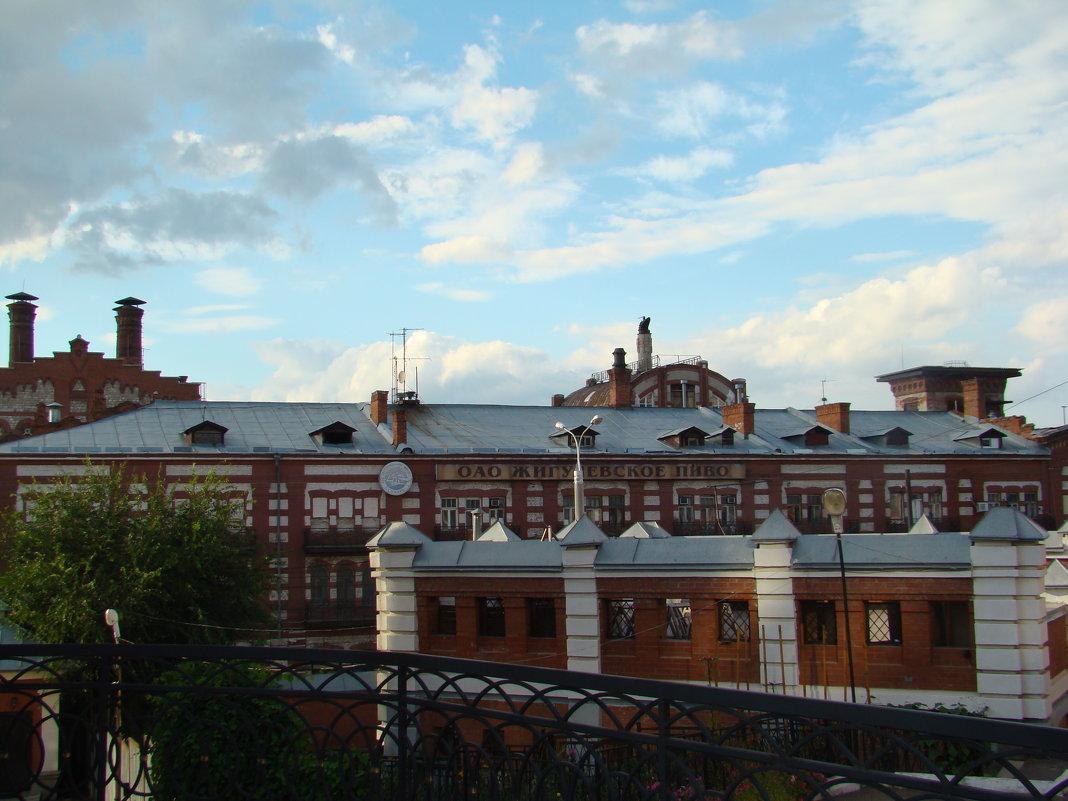 Городские контрасты-монастырские кельи на фоне пивзавода - марина ковшова