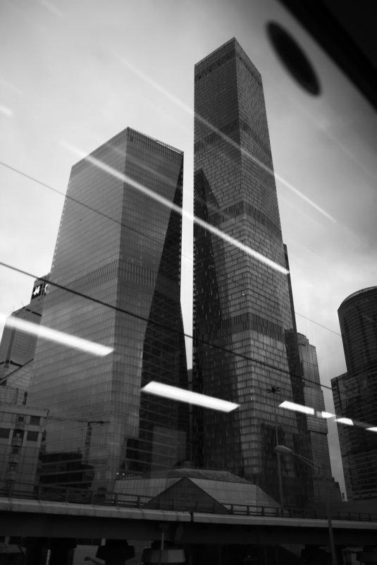 При аварии разбить стекло молотком - Юрий Кольцов