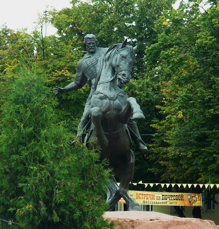 Памятник Евпатию Коловрату в Рязани. - Galina Leskova