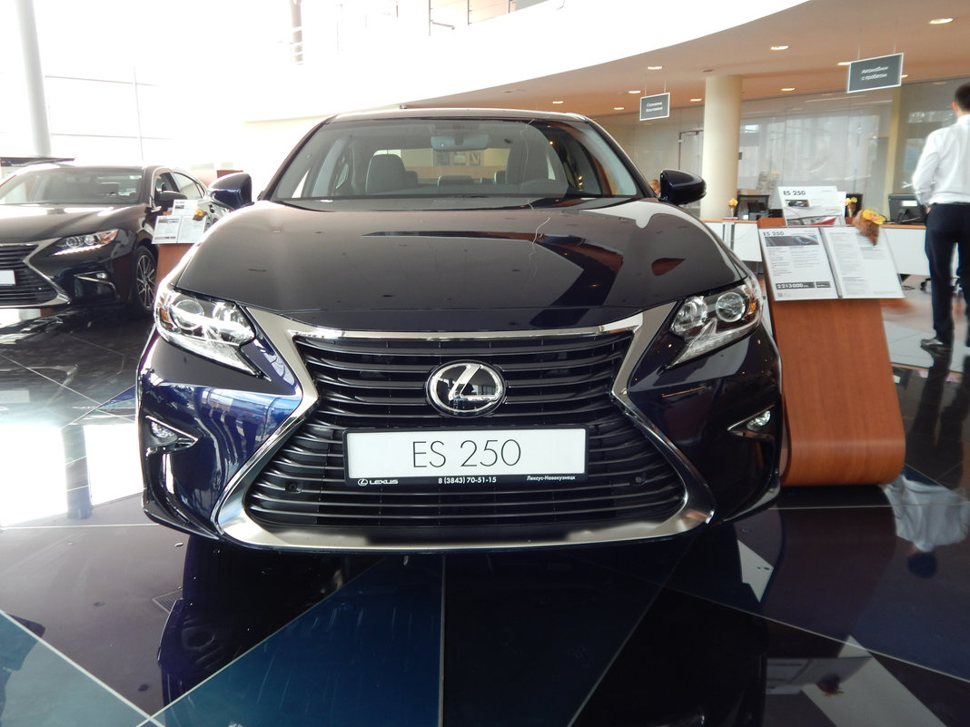 Lexus ES 200 - Никита Шандаков