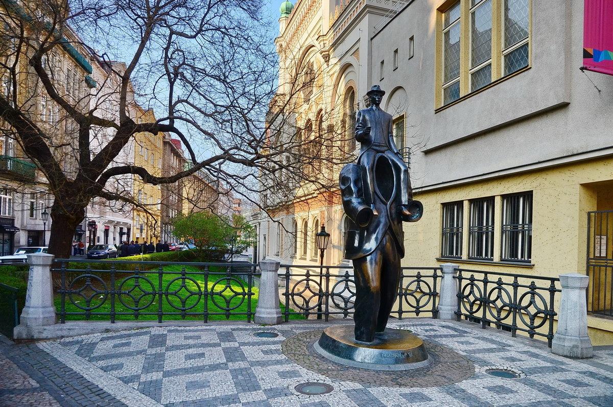 Памятник Кафке - Владимир Брагилевский