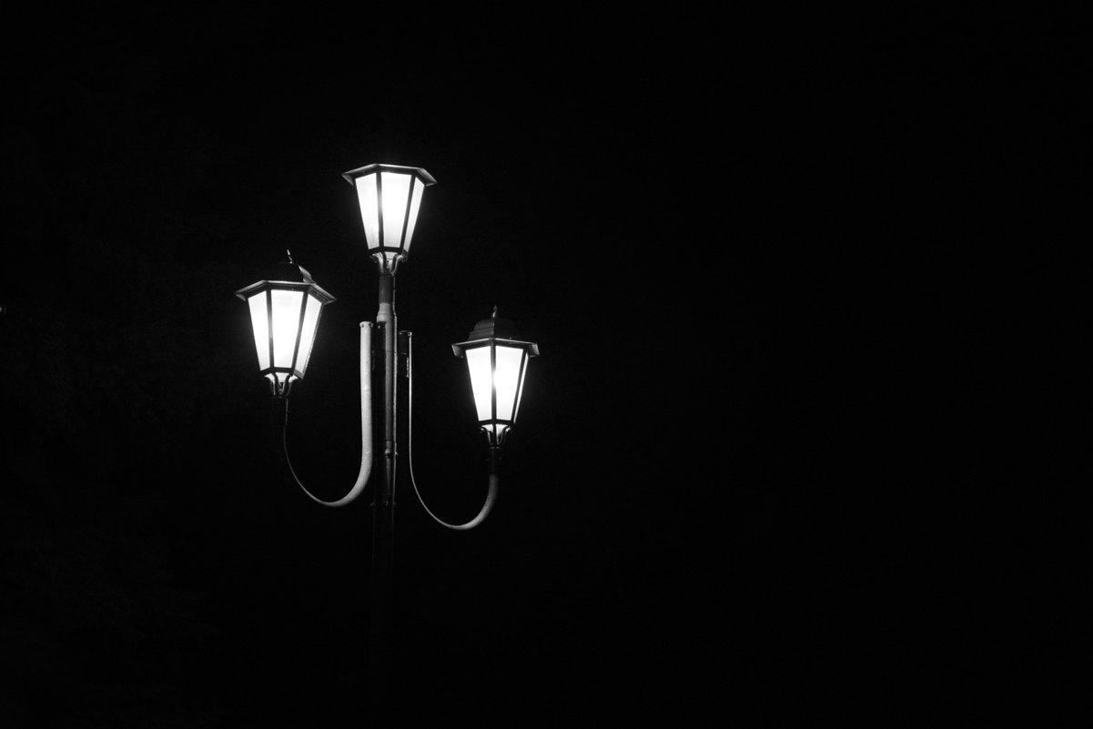 Ночь. Улица. Фонарь... (ц) - Полина Потапова