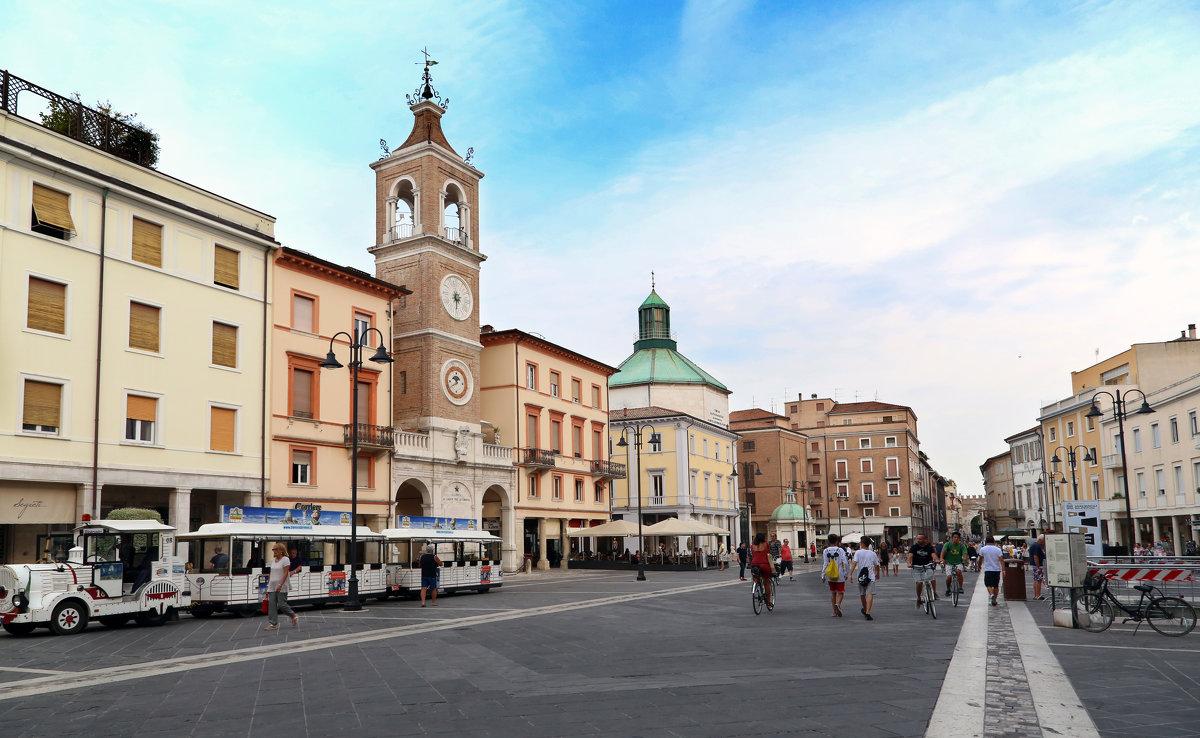 Piazza Tre Martiri, Римини - Larisa Ulanova
