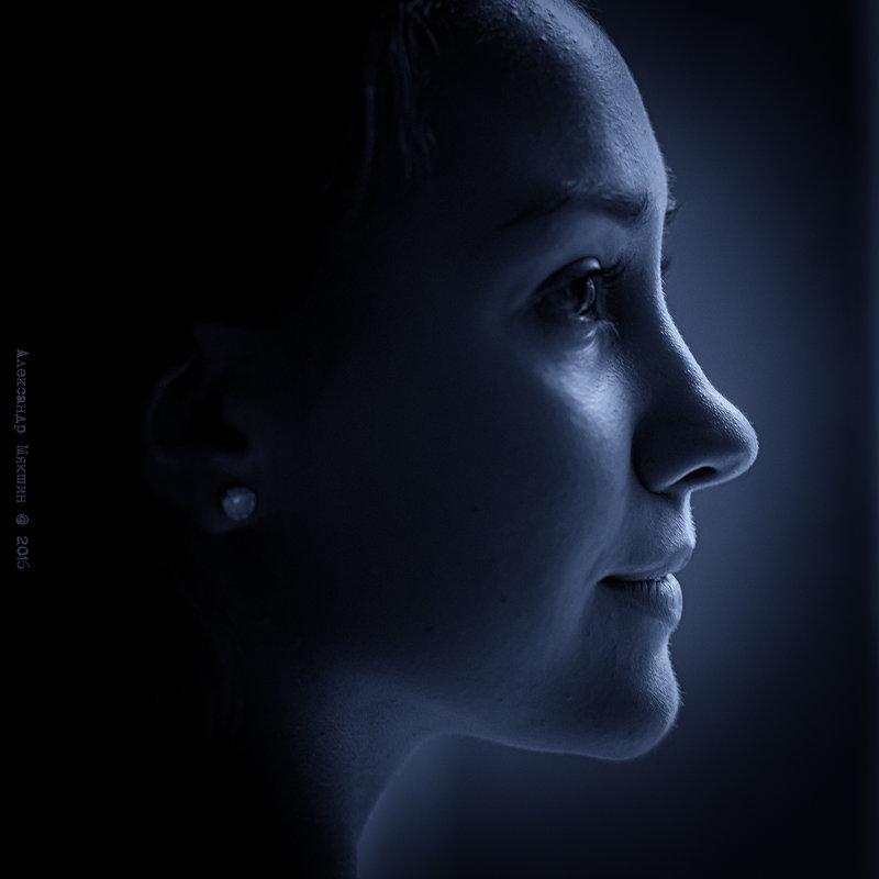 портрет девушки в профиль - Алексадр Мякшин