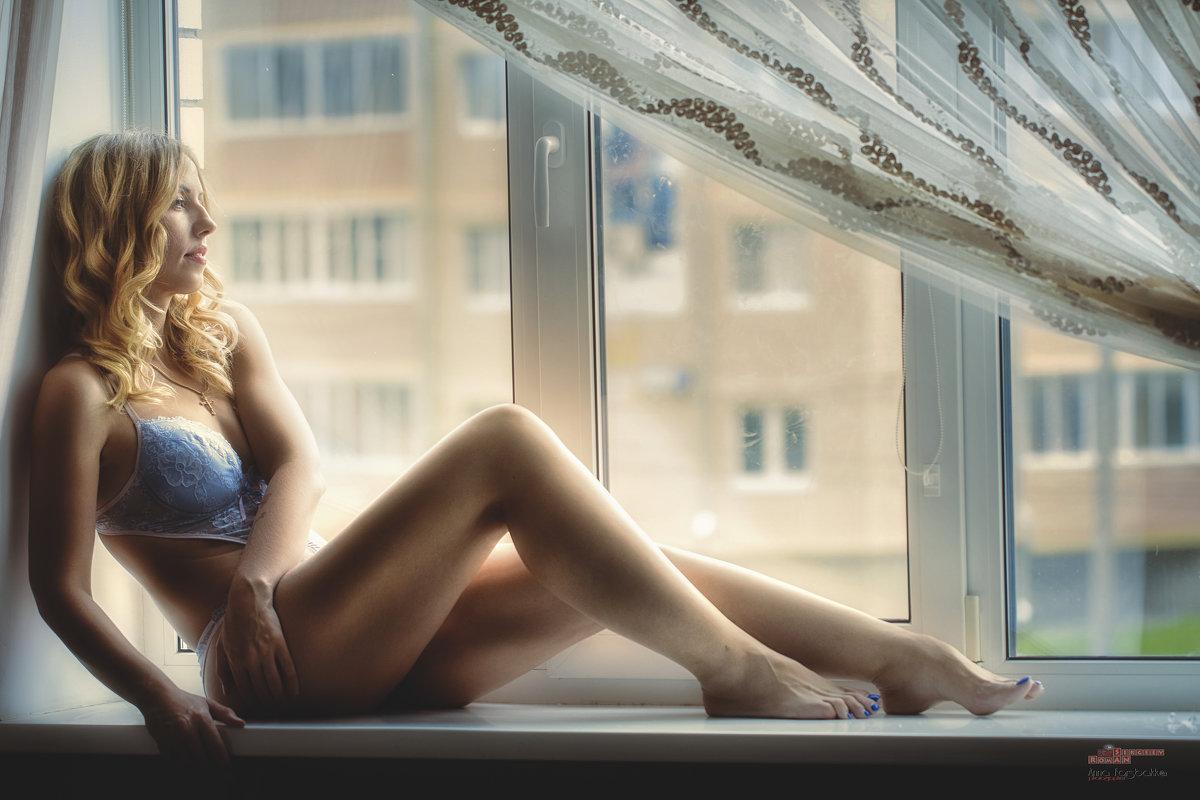 У окна - Анна Forsbakka (Романова)