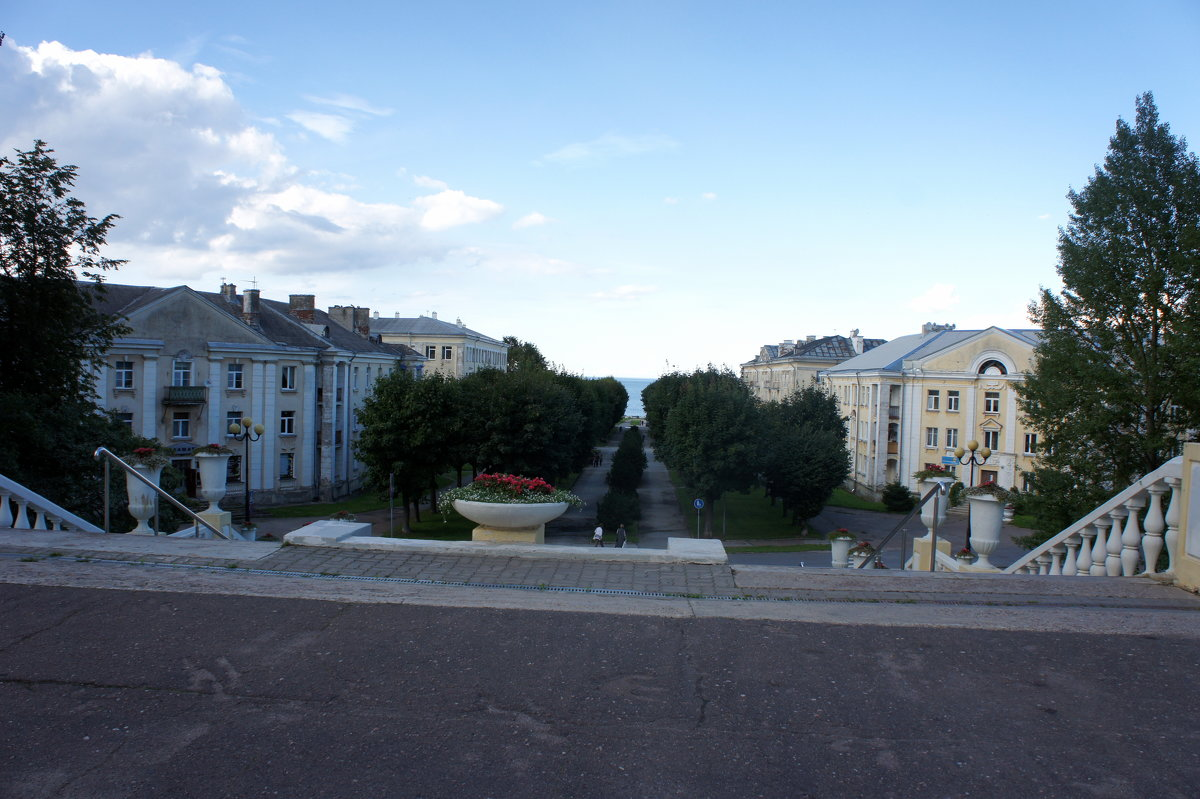 Красивый бульвар ведёт от ратуши к берегу моря - Елена Павлова (Смолова)