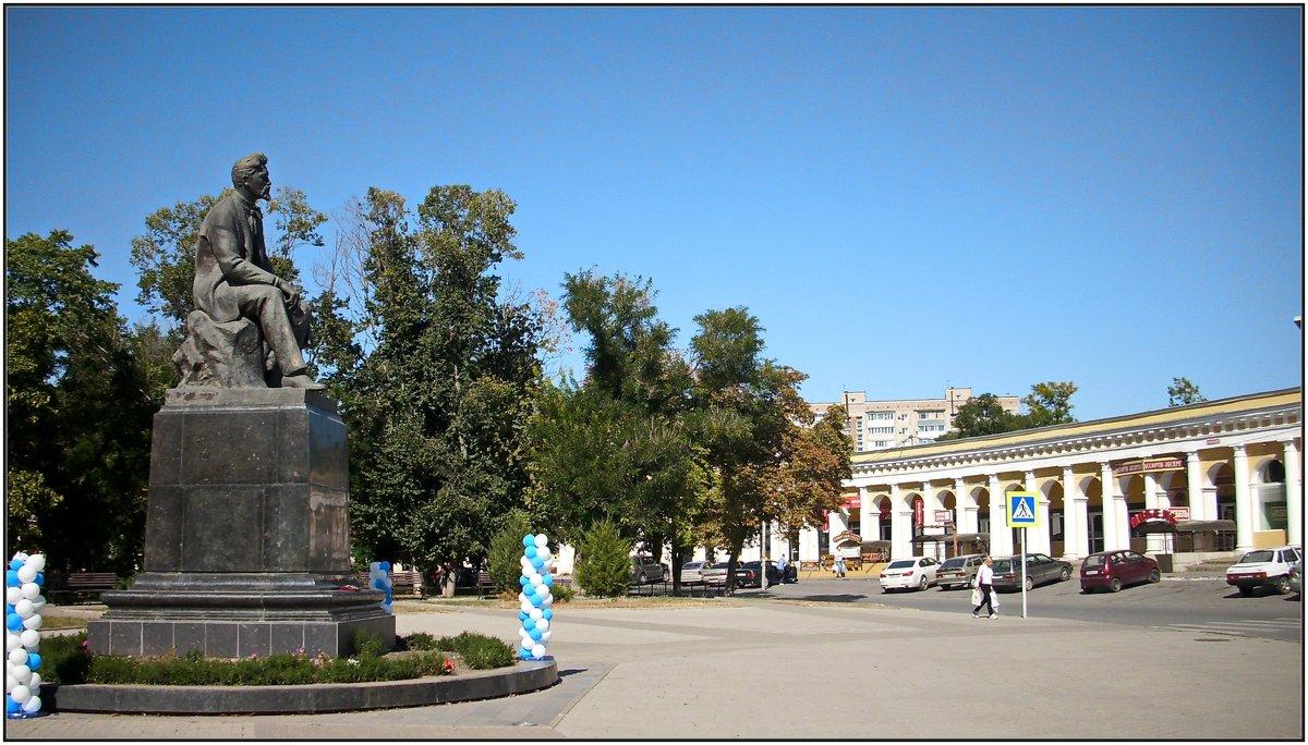 Памятник Чехову Красная площадь Таганрог. - Ирина Прохорченко