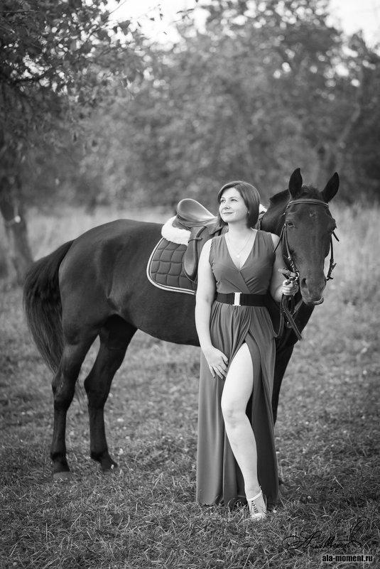 рыжая девушка с лошадью - Алена (Творческий псевдоним А-ля Moment)