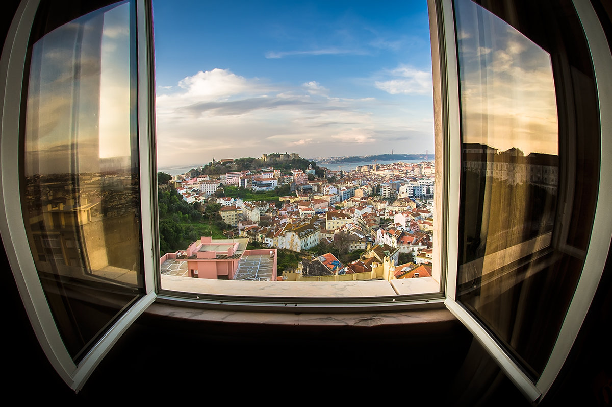 Вид из окна на утренний Лиссабон - Ксения Исакова
