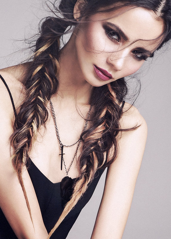 Девушка скосой - Gloss Photostudio