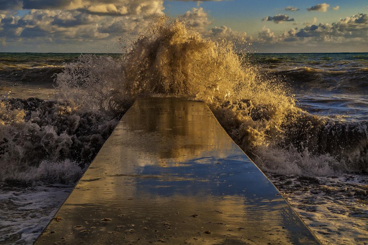 И волны черные до неба достают... - Андрей Дворников