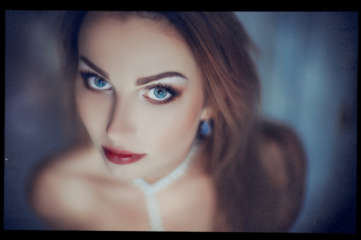The Devil in Her Angel Eyes - Ruslan Bolgov