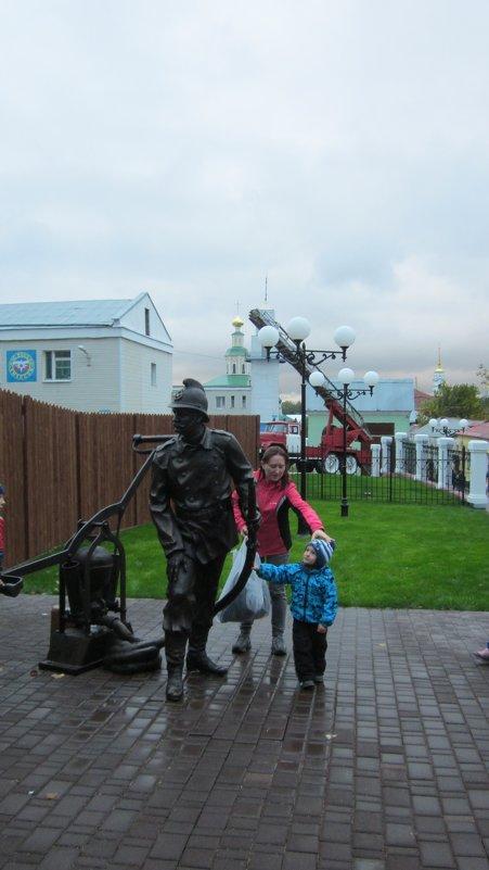 Памятник пожарному во Владимире - Галина