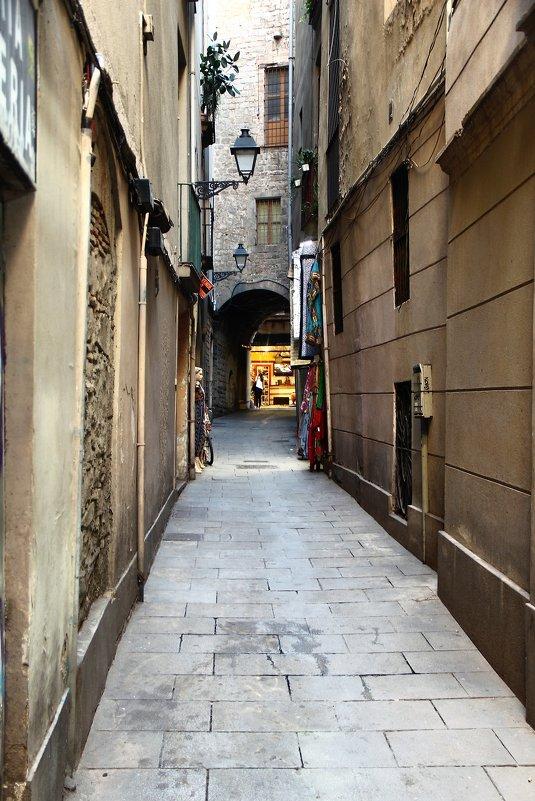 Узкие улочки Барселоны. - Александр Яковлев