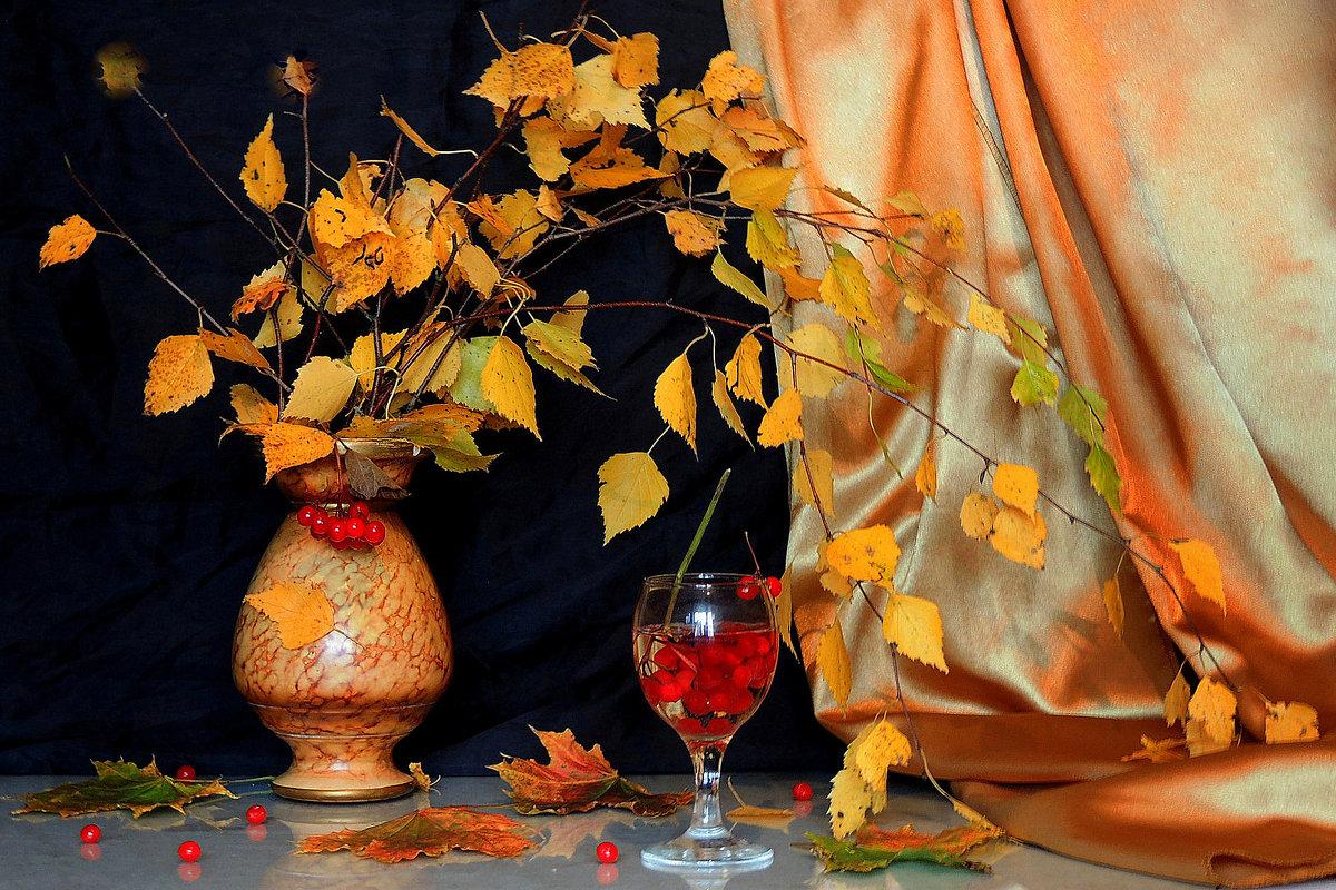 Осень длинной тонкой кистью перекрашивает листья. - Павлова Татьяна Павлова
