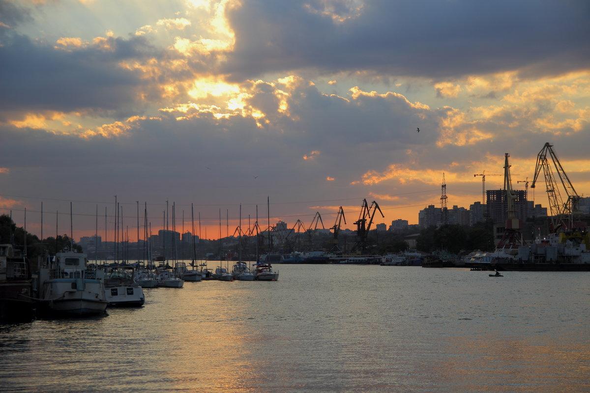Середина сентября, закат в ростовском порте - Леонид