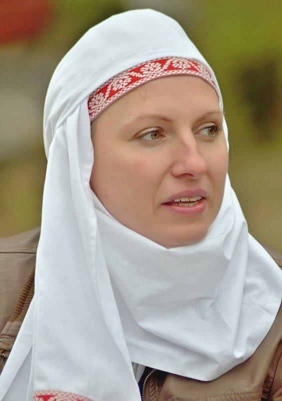 Портрет женщины в народном головном уборе... - Юрий Анипов