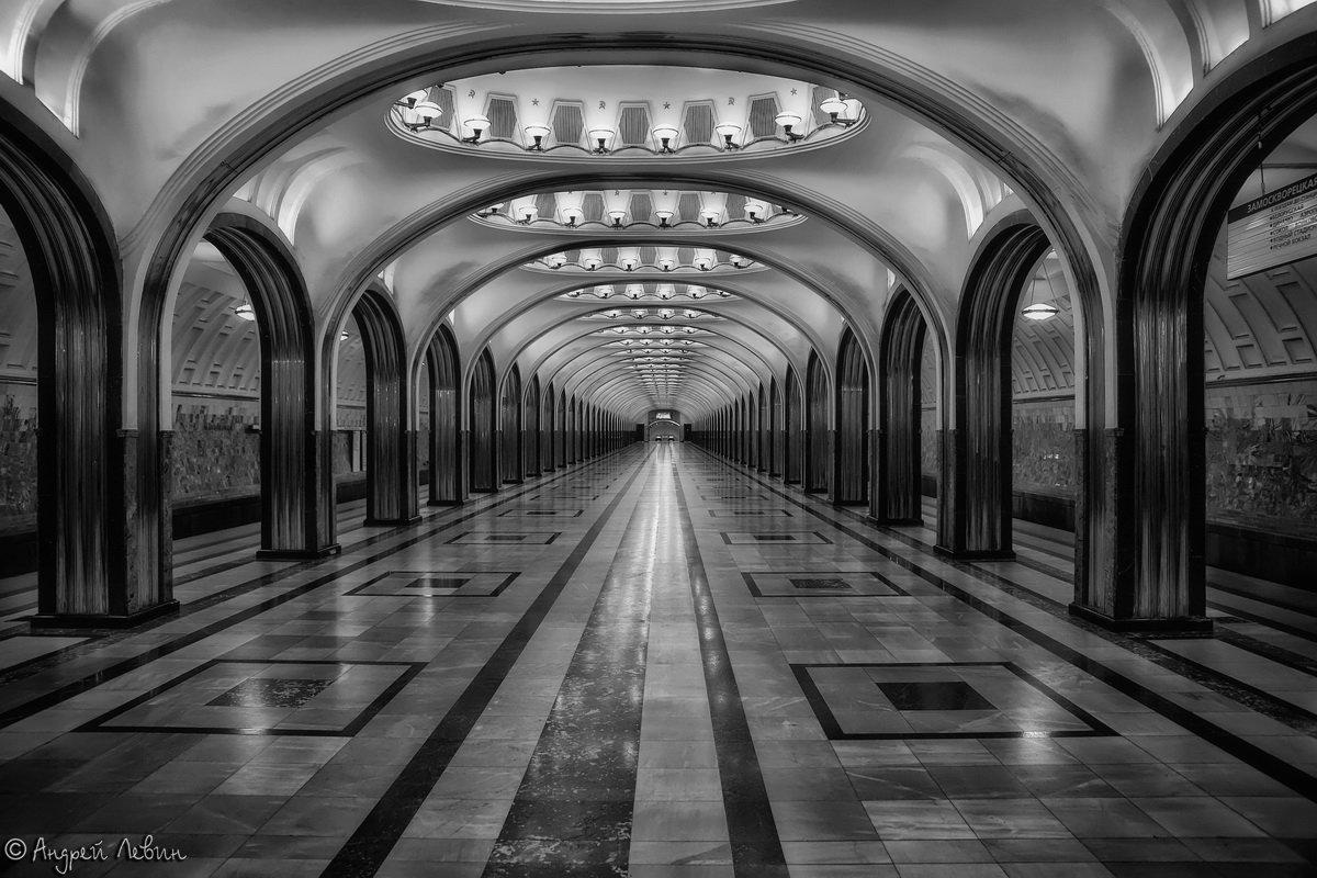 Московское метро. Черно-белая Маяковская - Андрей Левин