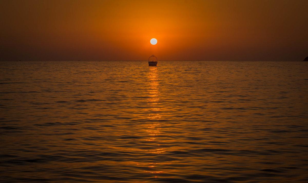 закат... простой, обычный летний чарующий закат... - Александр Александр