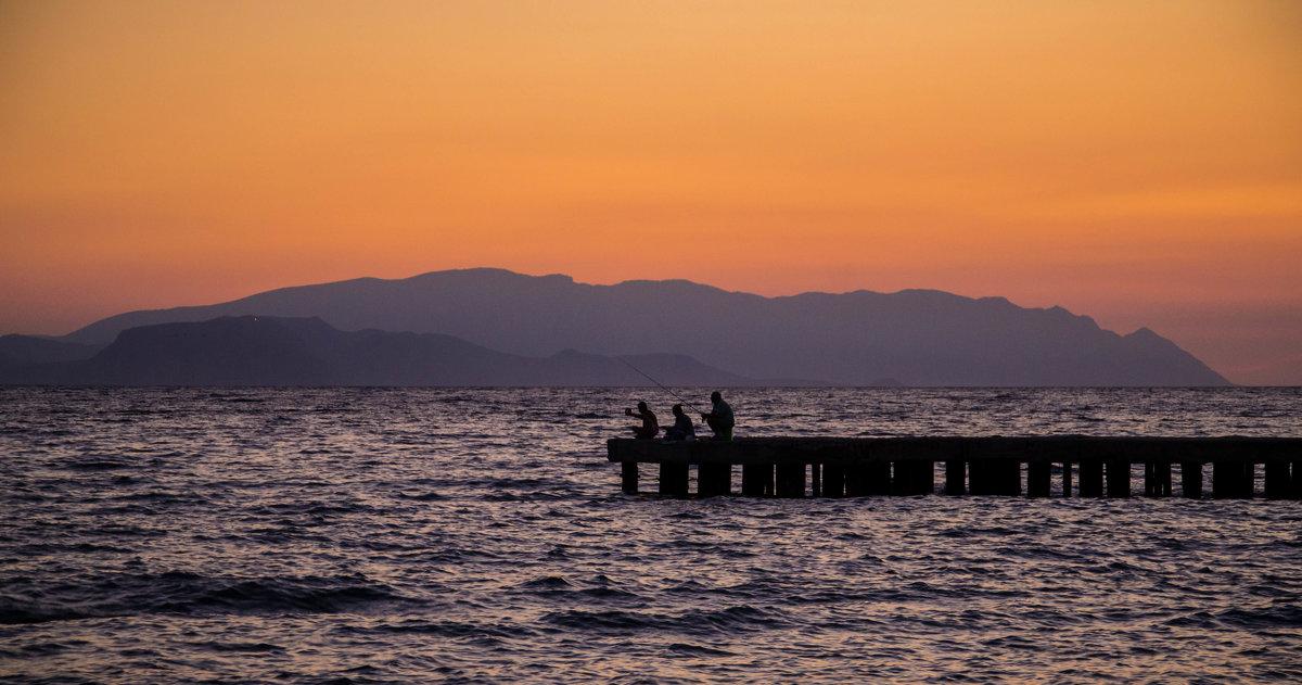 рыбаки на вечерней зорьке.. - Александр Александр