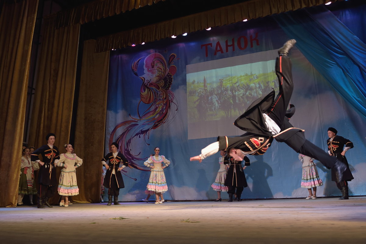 Концерт художественной самодеятельности в станице Калининской. - Андрей Фиронов