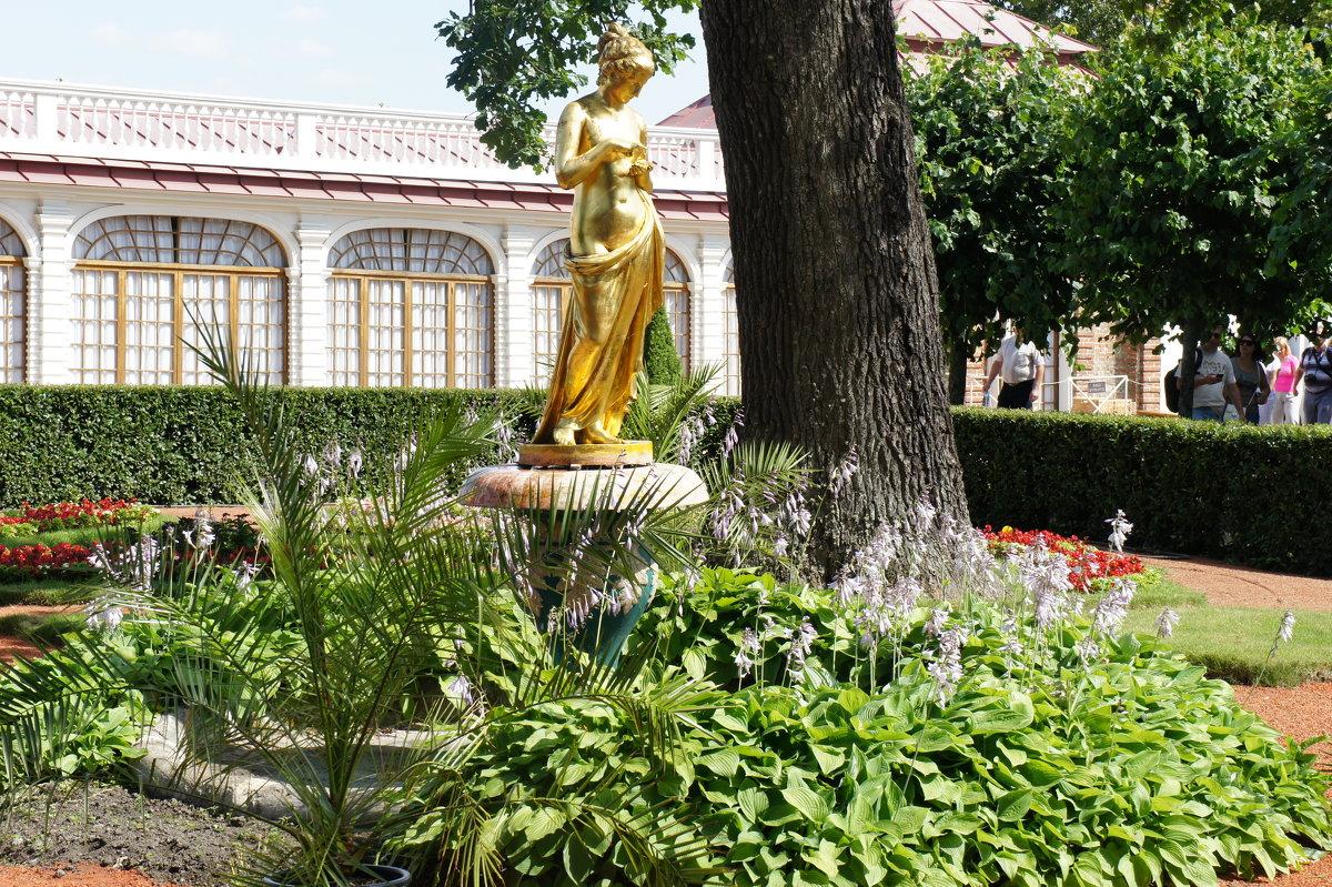 Фонтан «Колокол», декорированный золоченой бронзовой статуей Психеи - Елена Павлова (Смолова)