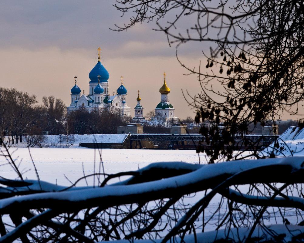Николо-Перервинский монастырь, вид с Москва-реки - Владимир Брагилевский