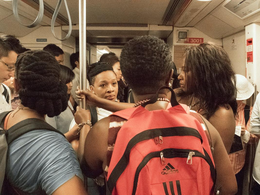 Таиланд. Бангкок. Туристы в метро - Владимир Шибинский