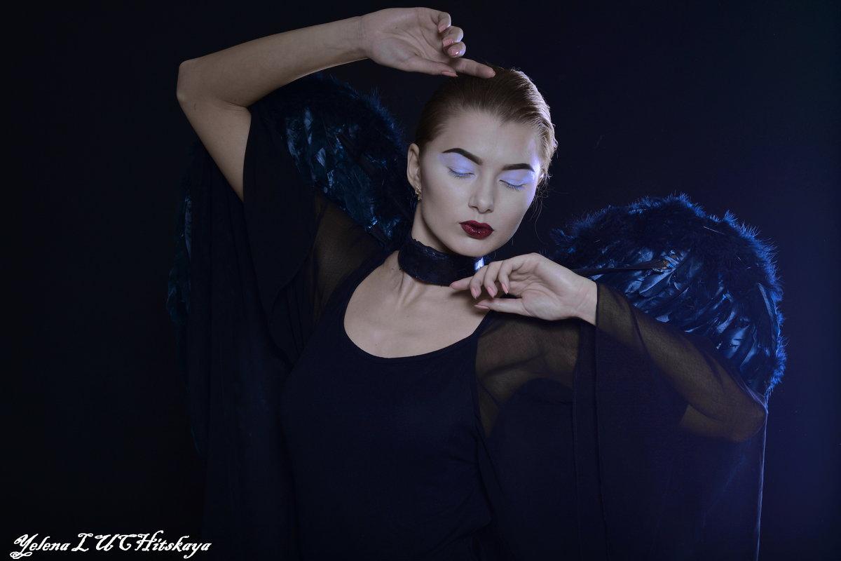 Черный ангел - Yelena LUCHitskaya
