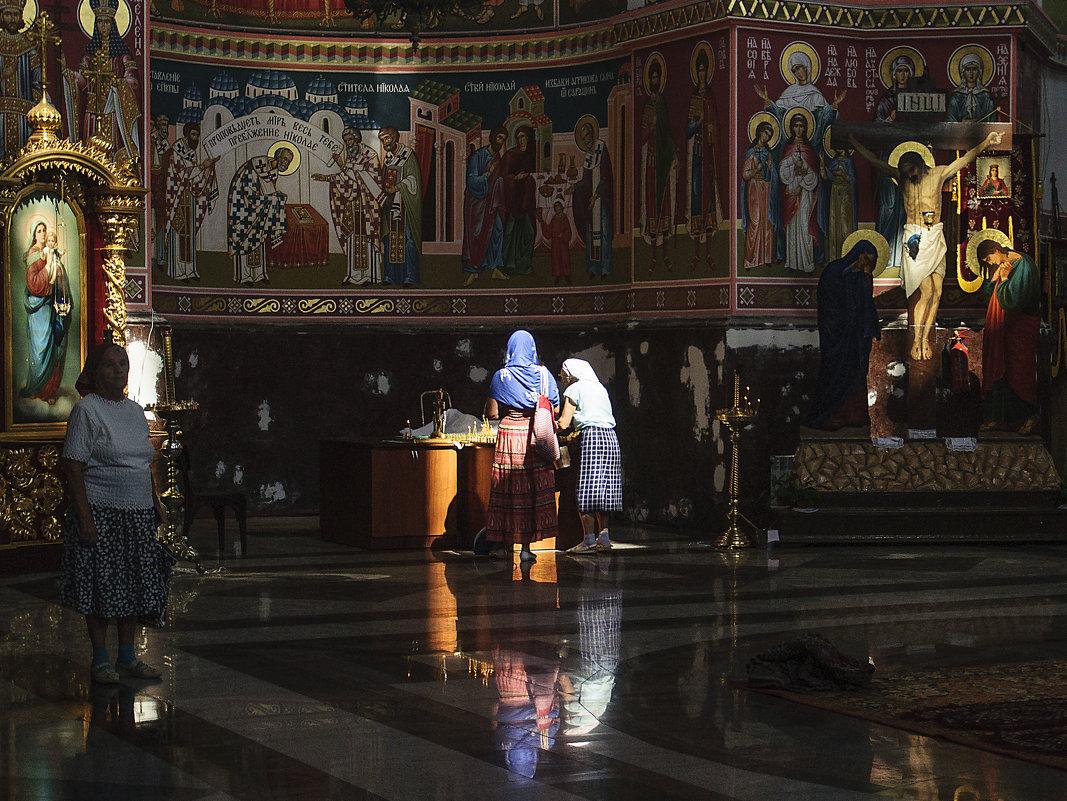 В храме... - Владимир Хиль