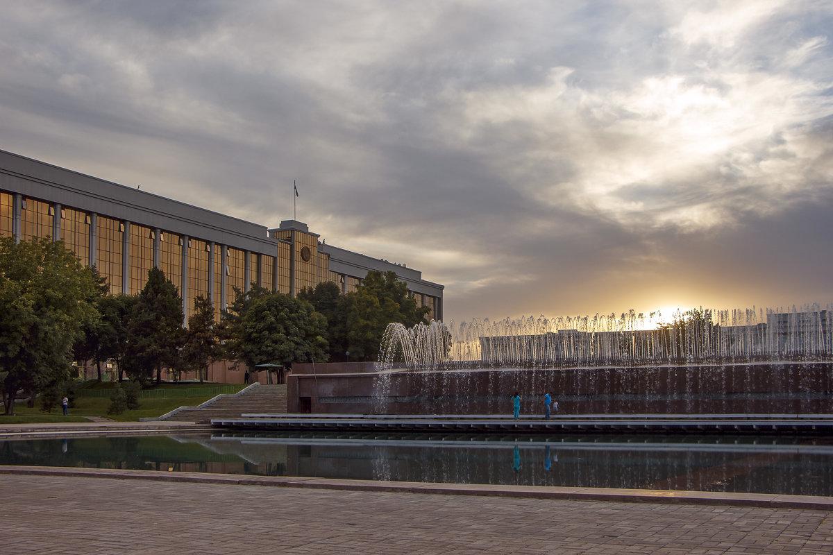 Площадь независимости в Ташкенте. - Татьяна