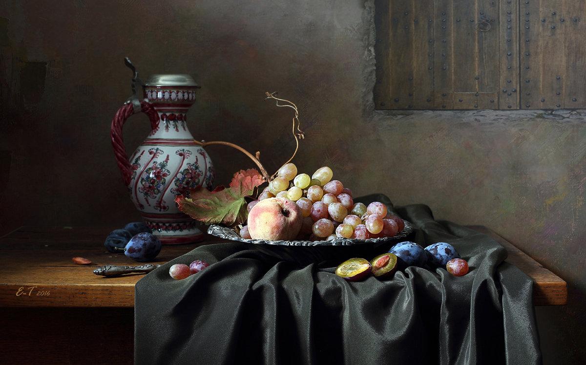 С виноградом и сливами - Елена Татульян