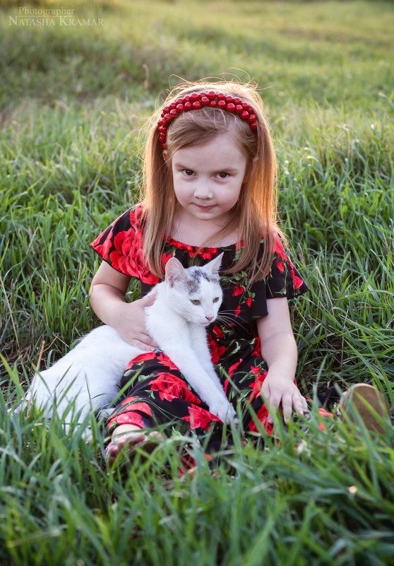 Мила и кот Белок - Natasha Kramar