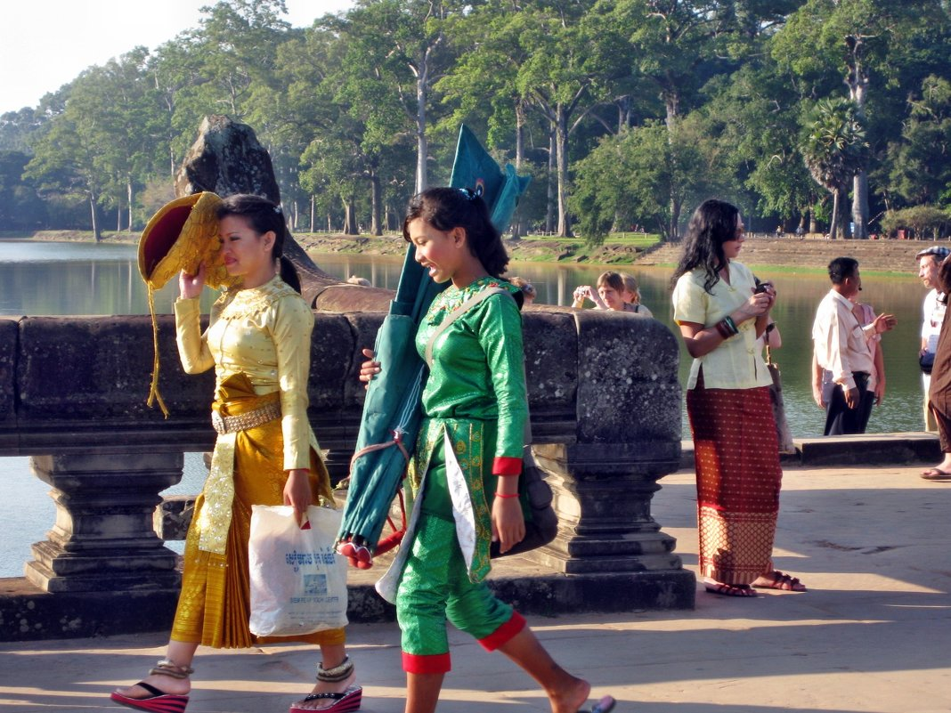 Местное население  Камбо́джи - Лилия Воронежева