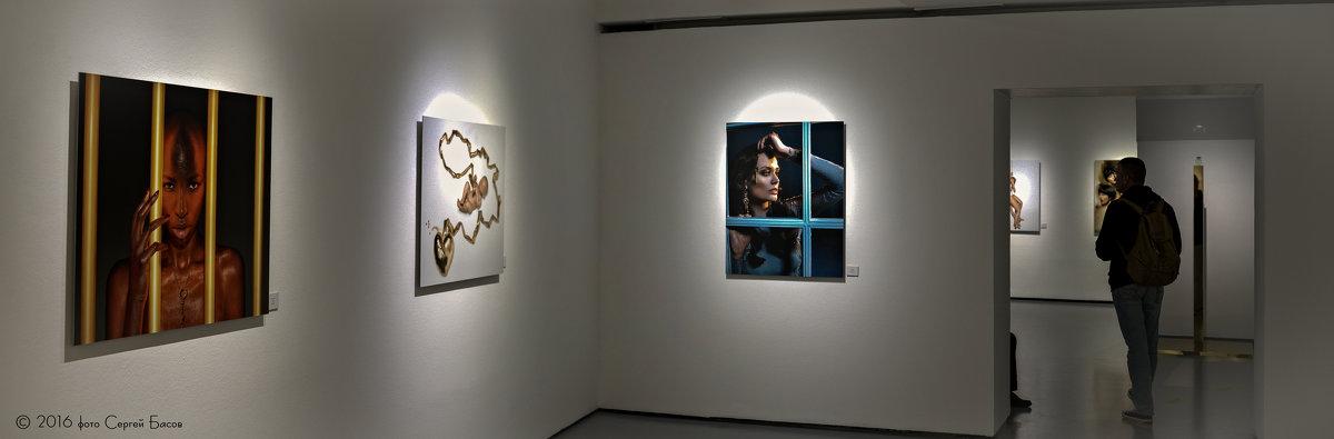 Выставка фоторабот Антонио Бандераса. - Сергей Басов