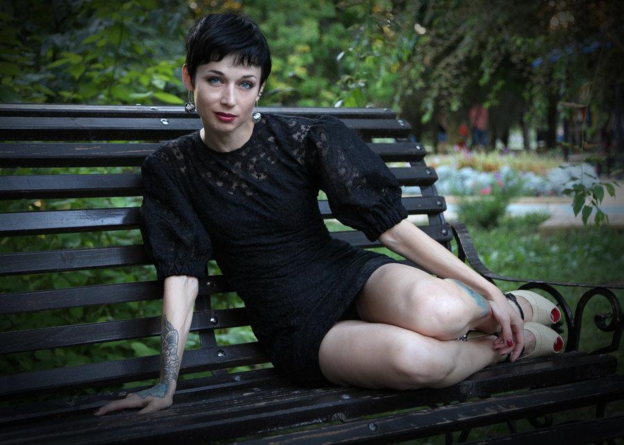 Анна на скамеечке - Alexander Varykhanov