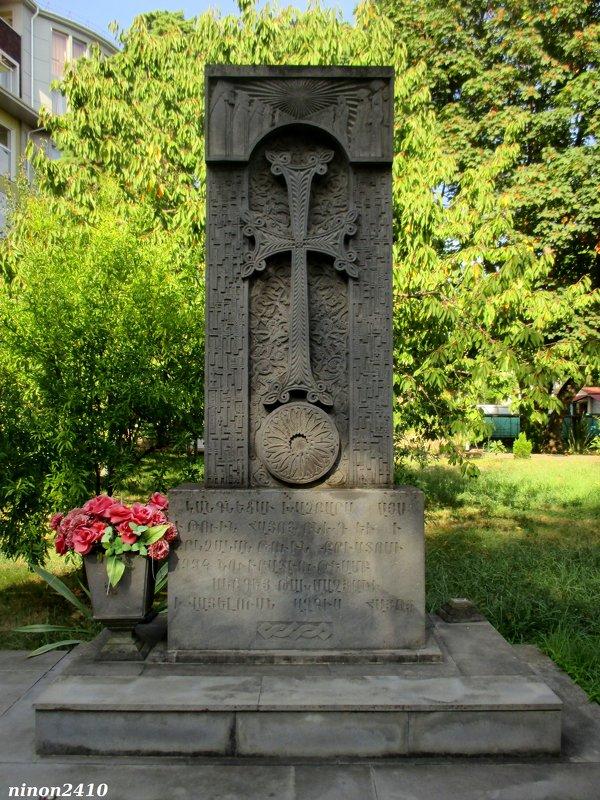 Адлер. Хачкар у армянского храма - Нина Бутко