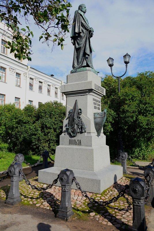 Памятник выдающемуся русскому мореплавателю - Ирина Шурлапова