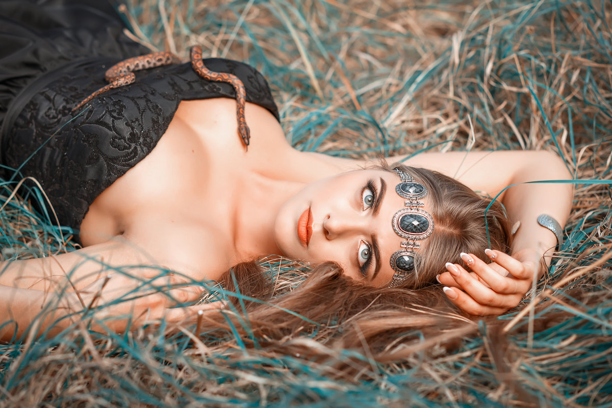 девушка с питоном - ViP_ Photographer