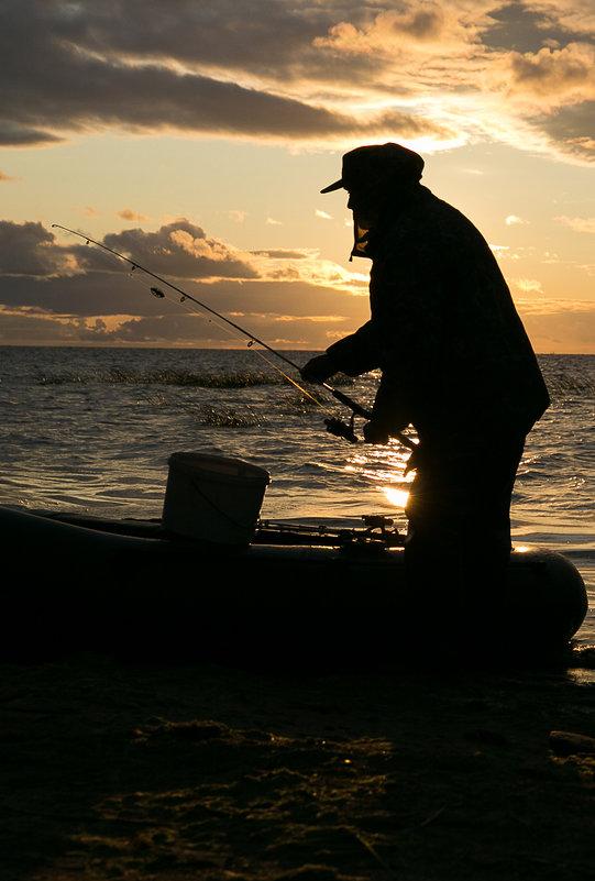 Закатный рыбак - Николай Казаков