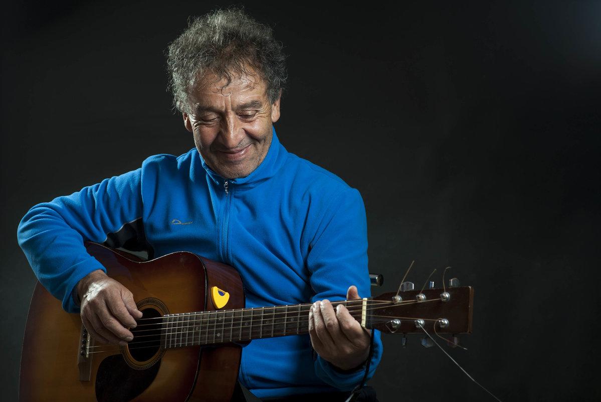 Боря Чотчаев (шикарный гитарист по прозвищу Блэкмор) - Евгений Khripp